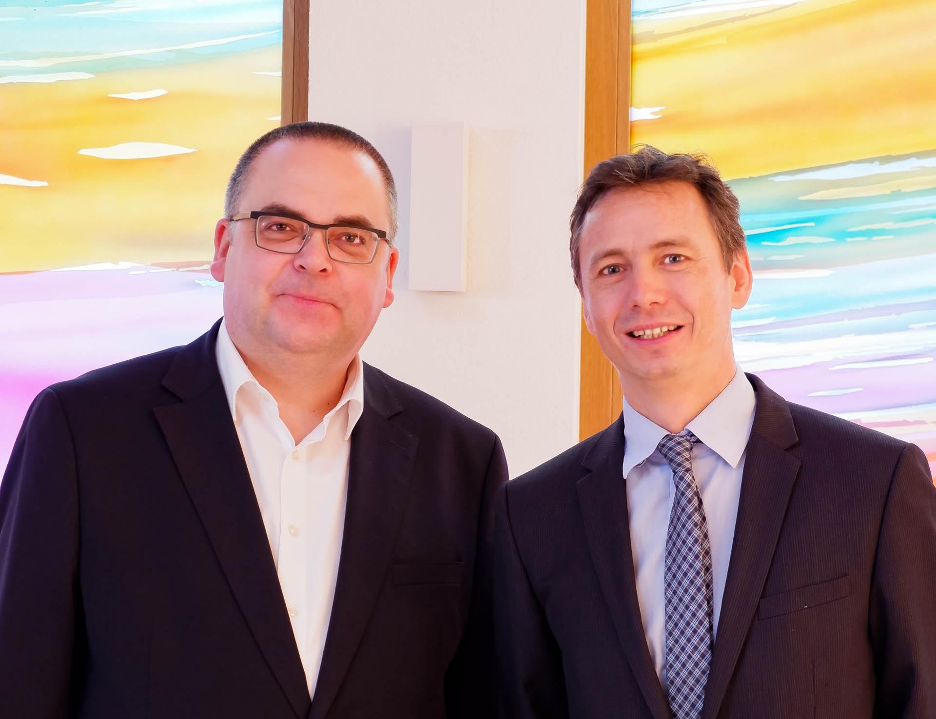 Vorstand Carsten Jacknau (l.) und kaufm. Direktor Daniel Schies (r.) leiten gemeinsam das Evangelische Stift Freiburg.